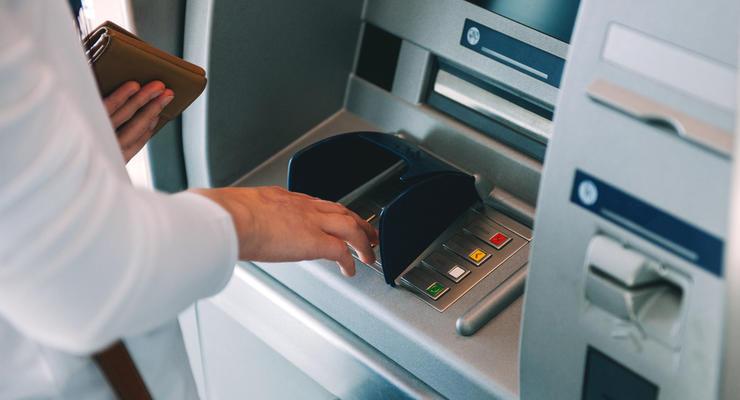 В Украине сократилось количество банкоматов и вырос спрос на терминалы