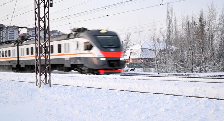 """""""Укрзализныця"""" запустила 8 дополнительных поездов на 8 марта"""
