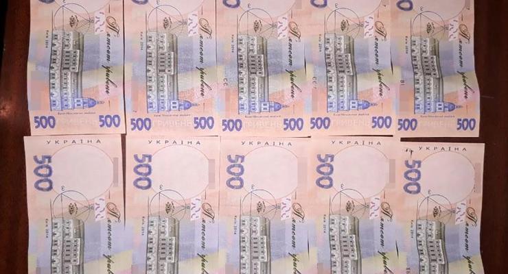 Украину наводнили фальшивые 200 и 500 гривен: Как отличить подделку
