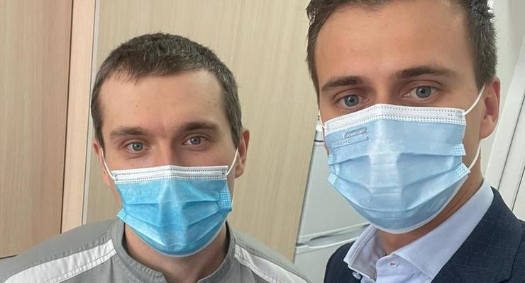 В Черкассах вакцинировали от коронавируса первого украинца