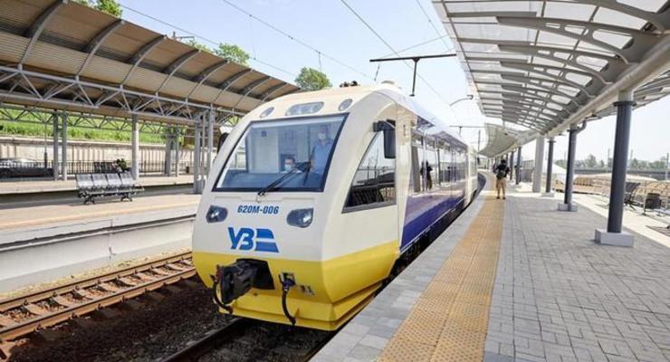 Укрзализныця запустила спецпоезда в Закарпатье