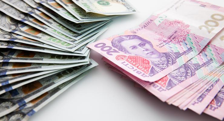 Курс валют на 12.03.2021: Евро снова выше 33 гривен, доллар тоже подорожал