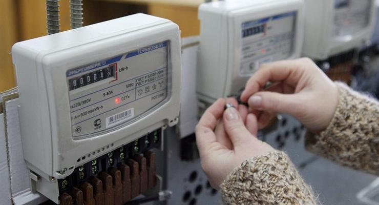 """Украинцам установят """"умные"""" электросчетчики: Кому достанется"""