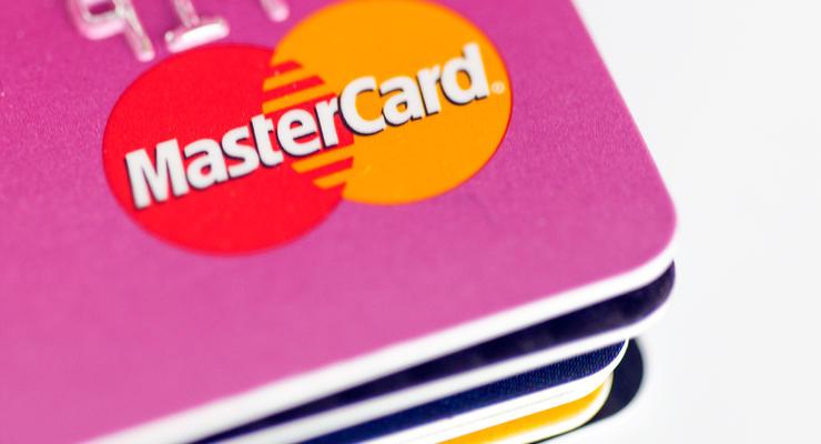 Приватбанк ввел лимиты на переводы средств и отклоняет платежи: Что происходит