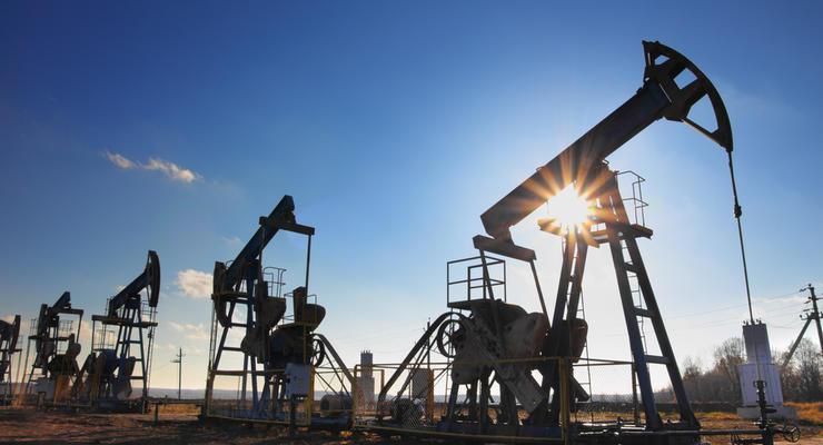Нефть подешевела из-за аварии в Суэцком канале