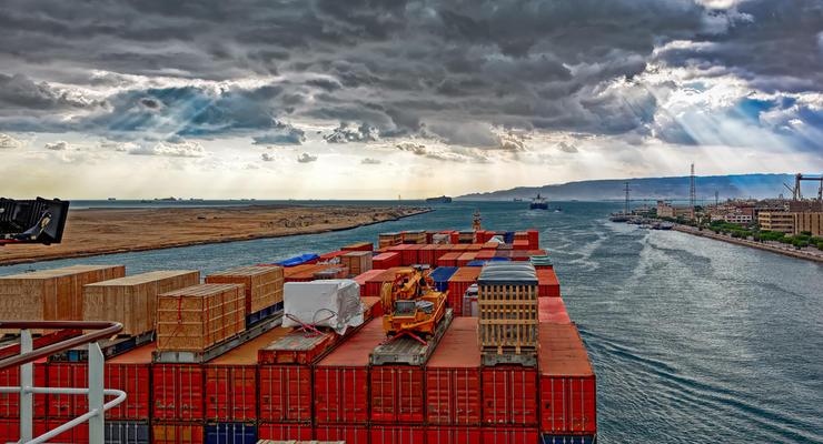 Пробка в Суэцком канале: Мировая экономика теряет 400 млн долларов в час