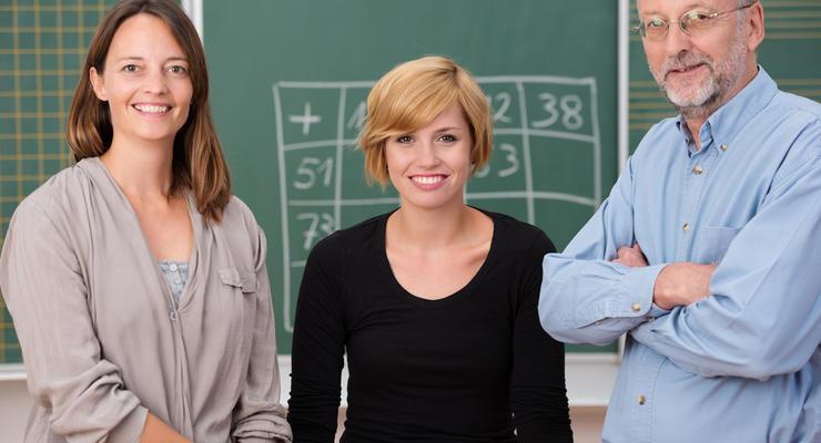 Зарплату педагогов в Украине поднимут почти на 9%, - МОН