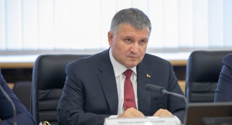 Глава МВД Украины задекларировал коллекцию картин и черный алмаз