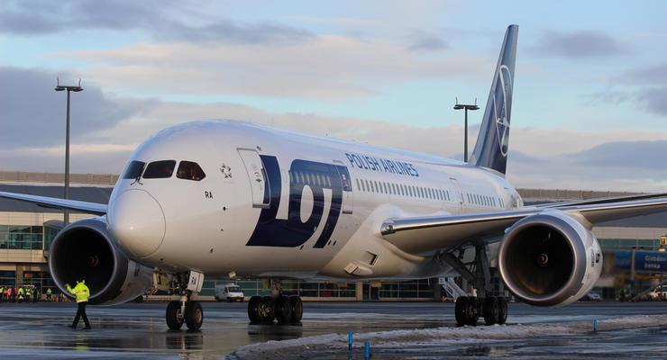 Авиакомпания LOT возобновляет полеты из Киева в Варшаву