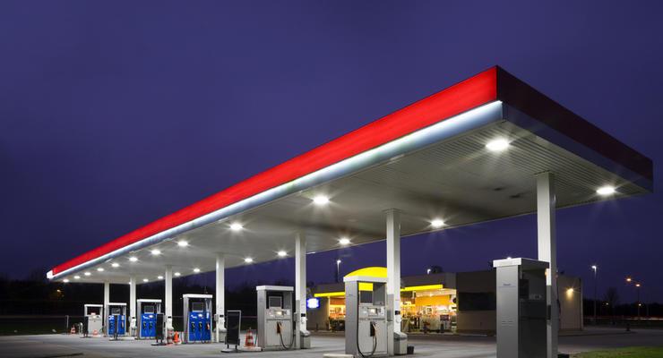 Бензин в Украине продолжил дешеветь: Инфографика