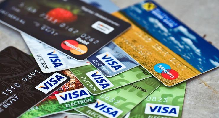 Семь украинских банков будут автоматически списывать со счетов украинцев долги для государства