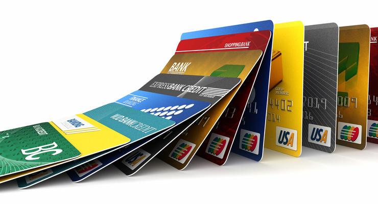 Приватбанк и Ощадбанк хотят резко взвинтить стоимость обслуживания карт