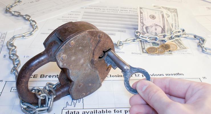 Банки автоматически списывают со счетов деньги за коммуналку: Что происходит