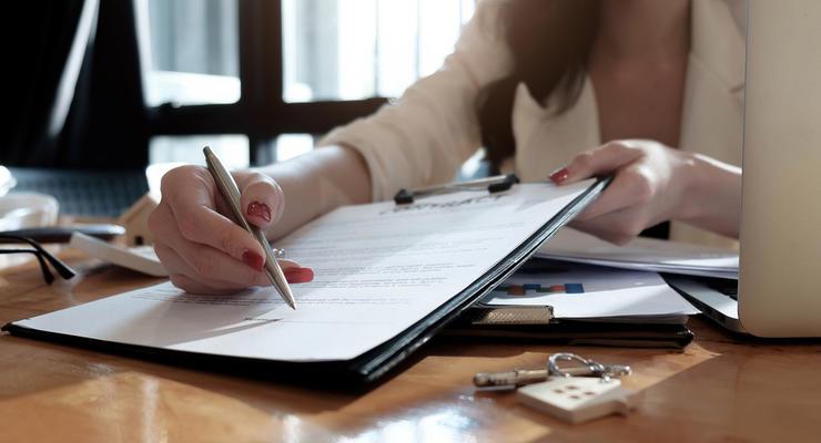 Банкам запретили использовать мелкий шрифт и мошенничать с договорами