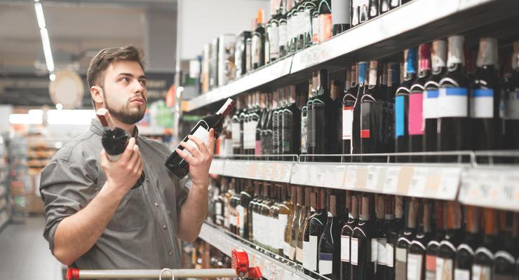 Цены на алкоголь и сигареты в Украине стремительно растут, — Госстат