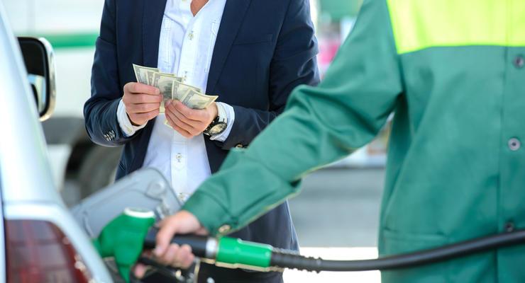 Кабмин ввел госрегулирование стоимости топлива: озвучены майские цены на бензин