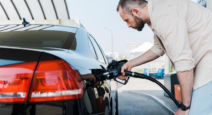 """Почему АЗС в Украине прекратили продажу """"премиального"""" топлива: В Кабмине все разъяснили"""