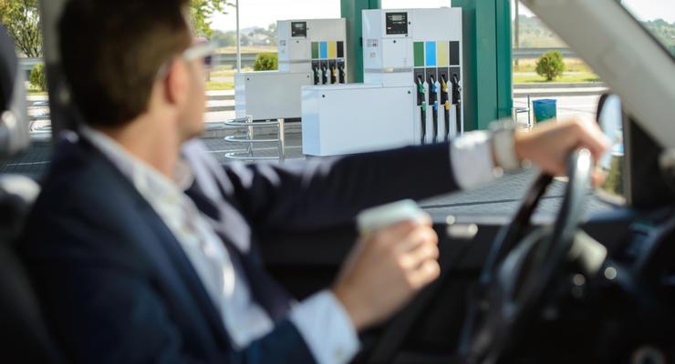 АЗС возобновили продажу премиального топлива после разъяснения Кабмина