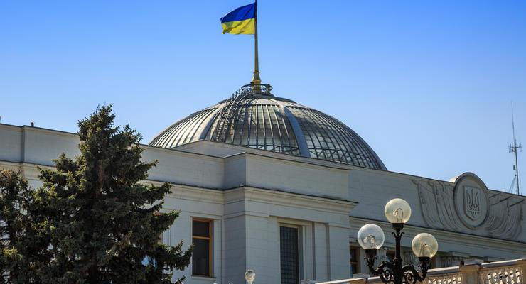 Землю в Украине будут продавать на онлайн-аукционах: Рада приняла закон