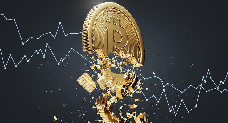 Курс биткоина рухнул ниже психологической отметки: В чем причина