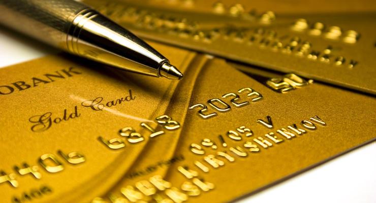 Программы лояльности банков к лету начнут урезаться - эксперт