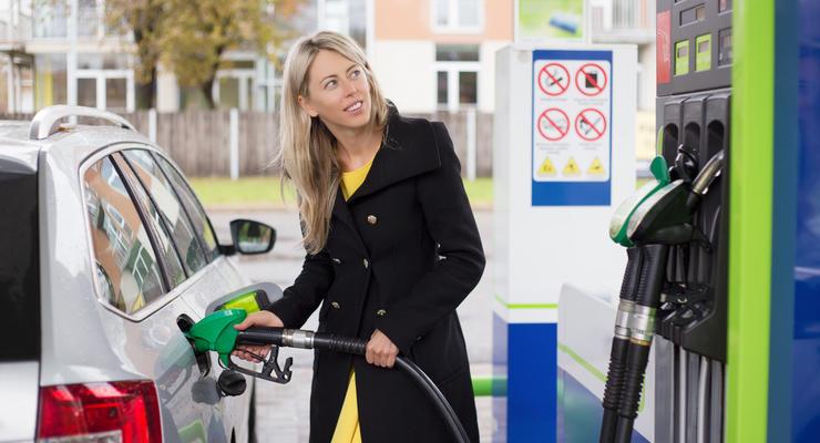 Цены на бензин в Украине падают: Минэкономики снизил граничную стоимость