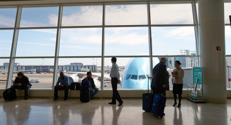 Украина прекращает авиасообщение с Беларусью, — Шмыгаль