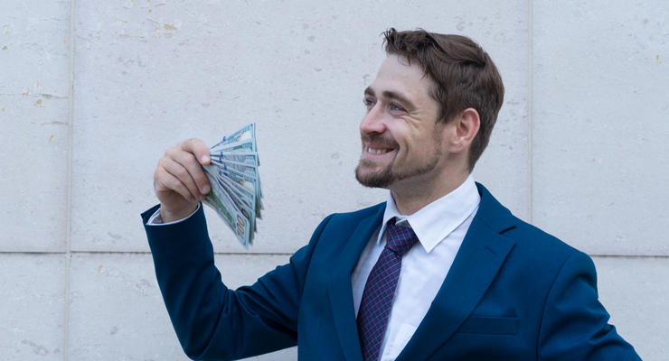 Украинцы активно продают валюту, — НБУ