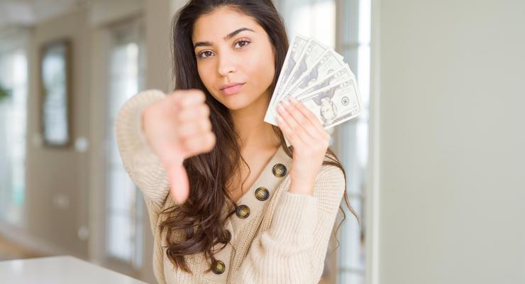 Хранить сбережения в долларе уже невыгодно: Эксперт объяснил причины