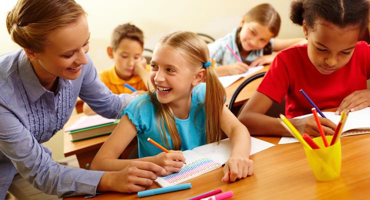 Зарплаты учителей поднимут на 30% в течение 2021 года, - Шмыгаль