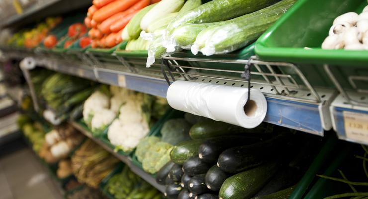 Запрет на пластиковые пакеты в Украине: Зеленский подписал закон