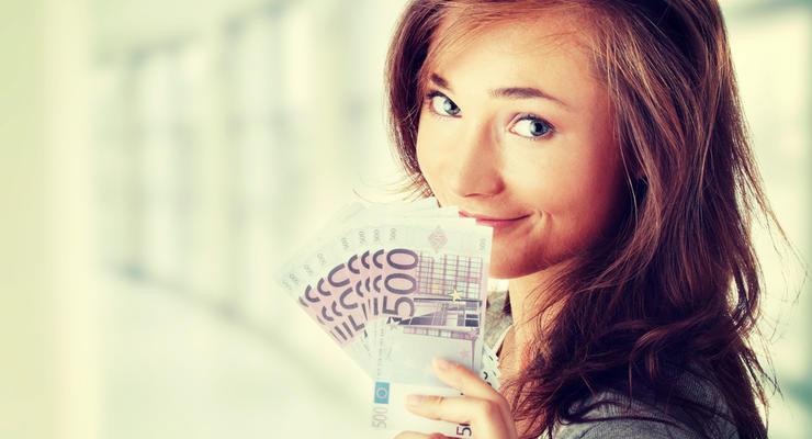 Почему падает курс евро: Эксперт назвал причины