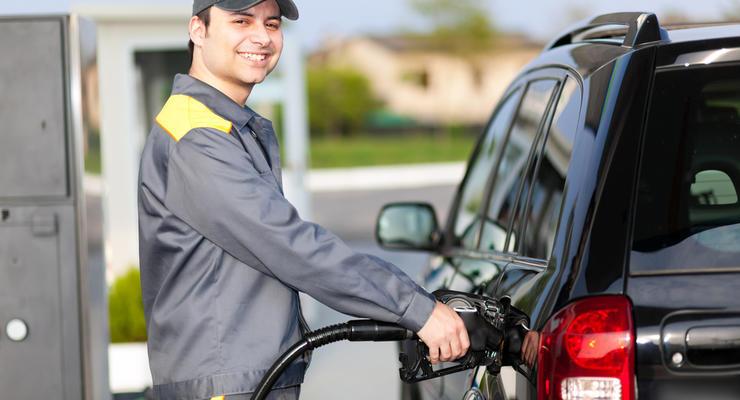 Цены на бензин в Украине снова упали: Сколько стоит топливо на АЗС