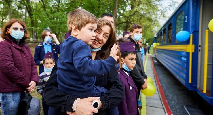 """""""Укрзализныця"""" назначила дополнительные поезда на праздничные выходные"""