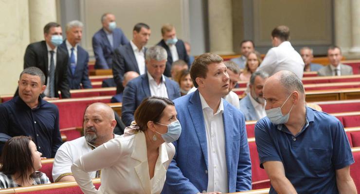 Рада приняла закон о тюремном заключении за ложь в декларации с поправками Зеленского