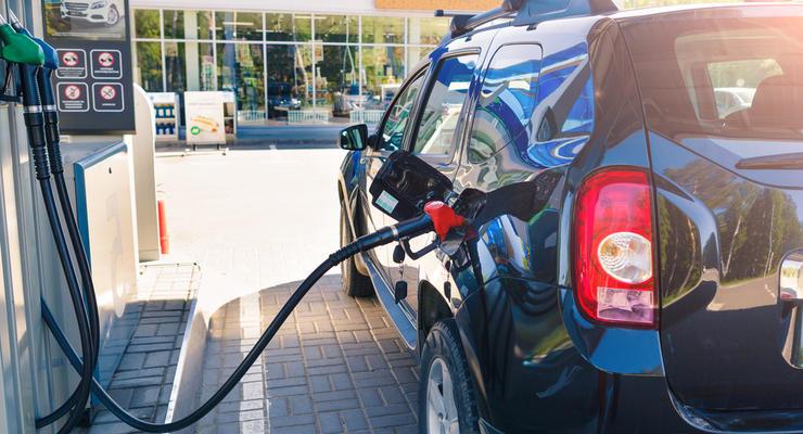 Цены на бензин в Украине взлетели на 20% за полгода, — Госстат