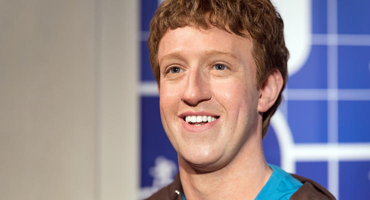 Цукерберг начал активно продавать акции Facebook