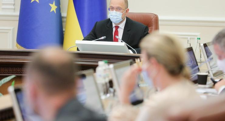 Зарплаты медиков в Украине поднимут почти до 30 тыс грн, — Шмыгаль