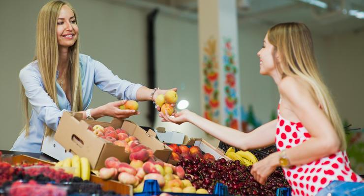 Цены на персики в Украине поднялись: Сколько стоят и где дешевле