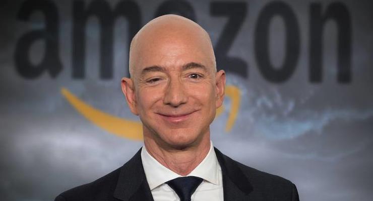 Безос потерял статус самого богатого человека в мире: кто возглавил рейтинг Forbes