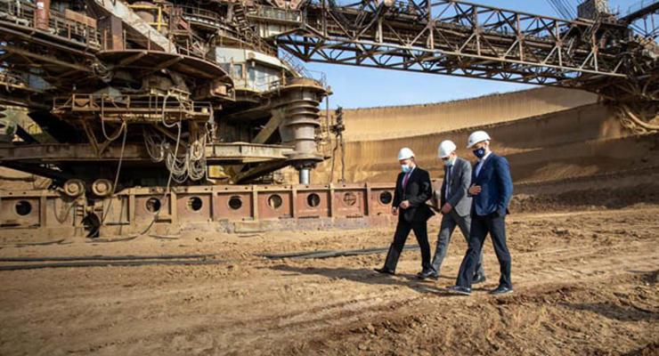СМИ: На пути украинского экспорта титанового сырья в страны Азии встали Фирташ, Москва и следователи ГБР