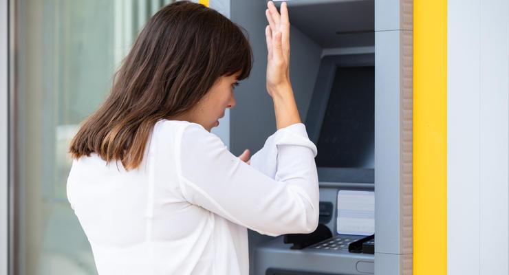 ПриватБанк без разрешения клиентов меняет PIN-коды к картам: что происходит