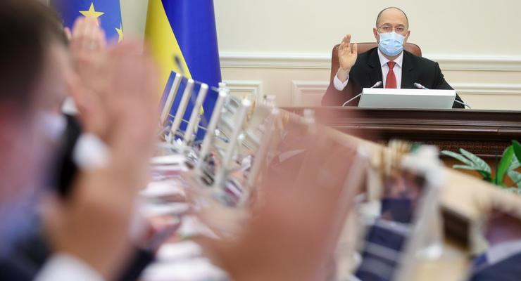 Рост зарплат и стабильный курс гривны: Кабмин утвердил проект бюджета на 2022 год