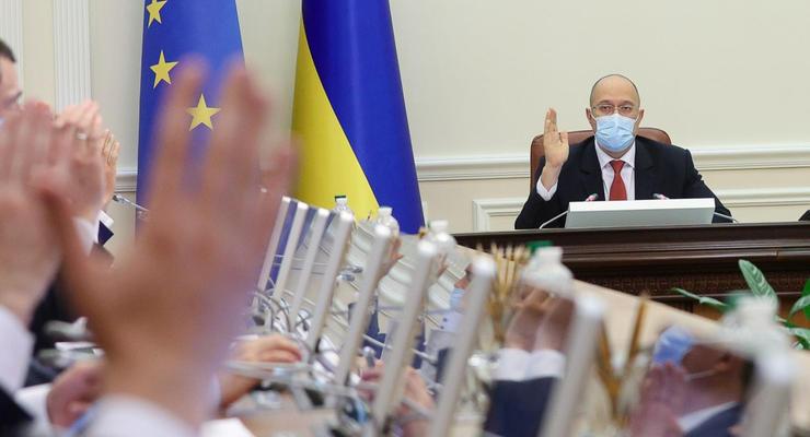 Тюремное заключение и штрафы: Кабмин решил бороться с подделкой Covid-сертификатов