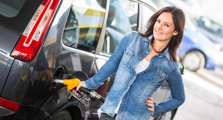 Цены на бензин падают: в Минэкономики рассказали, почему дешевеет топливо