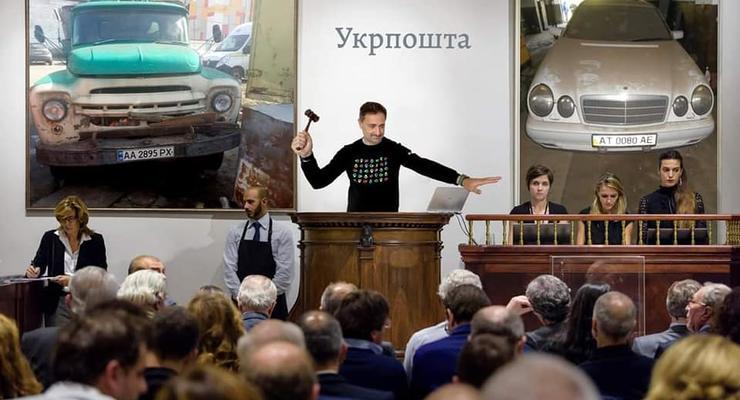 """Без окон и дверей: """"Укрпочта"""" распродает свои автомобили (фото)"""