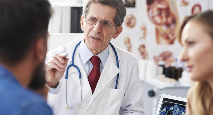 Зарплаты врачей и учителей поднимут до 15 тыс грн: в Кабмине нашли такую возможность